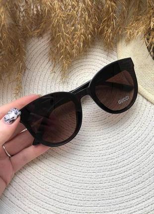 Солнцезащитные очки с коричневыми линзами