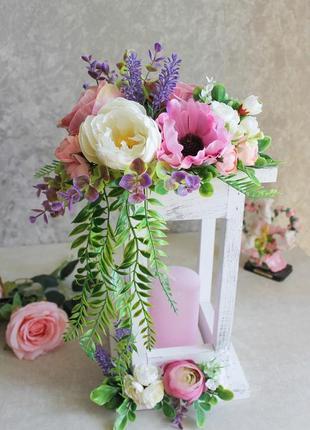 Фонарь подсвечник декорирован цветами