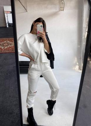 Спортивный костюм футболка  и штаны с разрезом белый5 фото