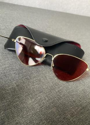 Солнцезащитные очки с красной линзой