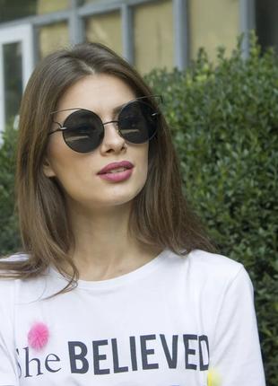 Очки. женские солнцезащитные очки в стильной оправе.