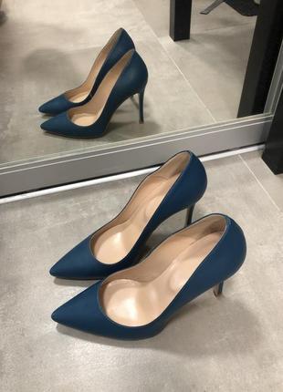 Класичні туфлі українського бренду kacharovska