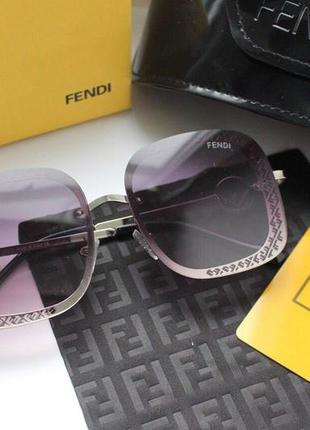 Новые очки в красивой оправе