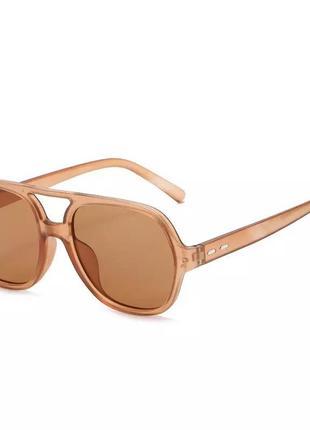 Стильные солнцезащитные очки1 фото