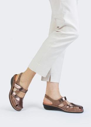 Стильные бронзовые кожаные босоножки suave