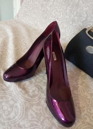 Лакированные женские туфли