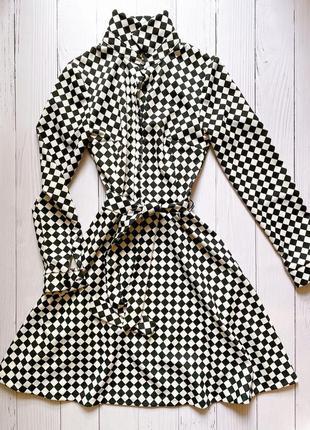 Нереальное черно белое платье с поясом