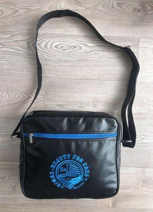 Чёрная сумка через плечо в идеальном состоянии!