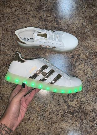 Кроссовки светящие