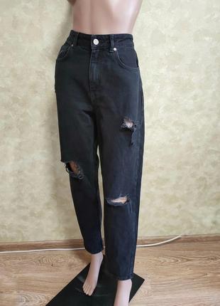 Чёрные джинсы мом на высокой талии с рваностями denimm co