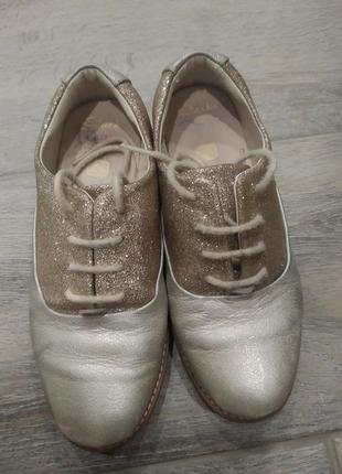 Красивые , нарядные кожаные туфельки оксфорды