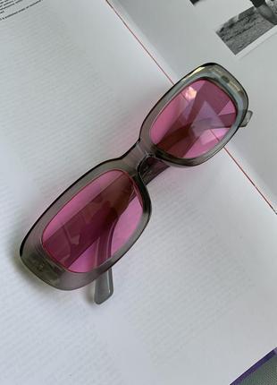 Очки с розовыми линзами
