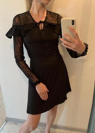 Кокетливое платье с кружевом