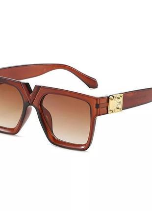 Стильные солнцезащитные коричневые очки2 фото