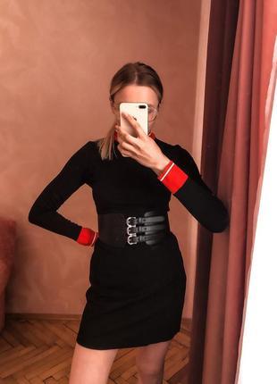 Ідеальна чорна сукня