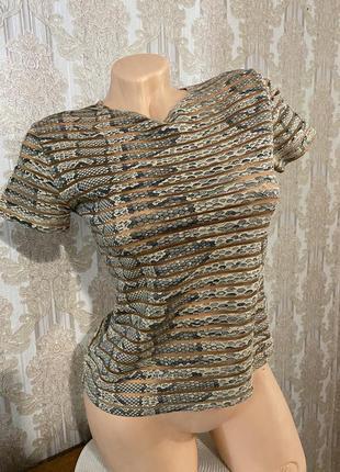 Модная укороченая футболка змеиный принт