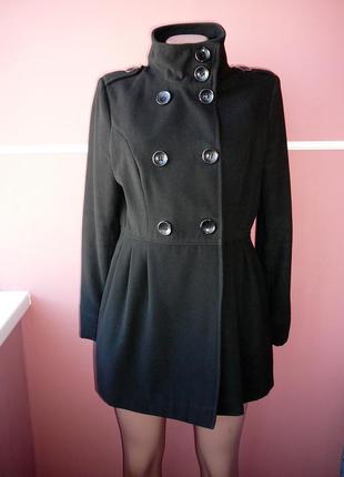 Пальто 12 размера легкое , материал очень приятный к телу !