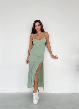 Платье комбинация с разрезом у оливковом цвете
