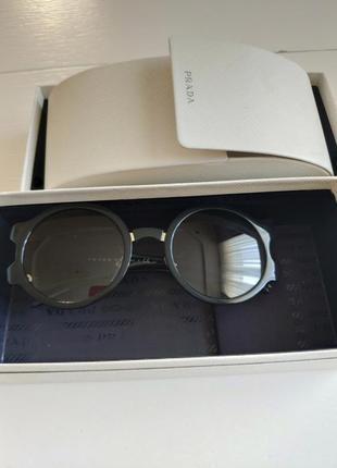 Сонцезахисні окуляри prada (oригінал)