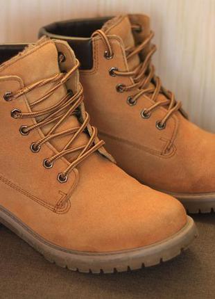 Ботинки в стиле timberland состояние новых р. 38 мех зима