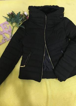 Модная короткая тёплая курточка куртка
