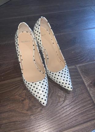 Кожаные туфли в горошек