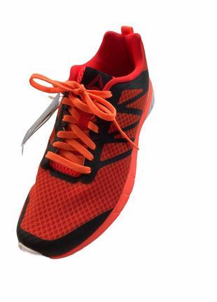 Яркие женские кроссовки