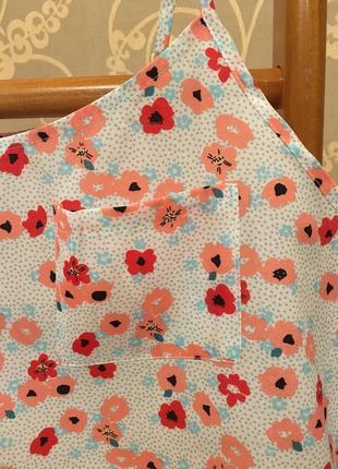 Очень красивая и стильная брендовая блузка-маечка в цветочках.