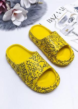 Резиновые шлепки под бренд, жёлтые