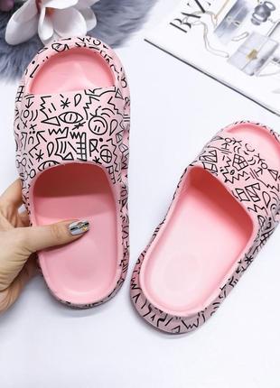 Резиновые шлепки под бренд, розовые