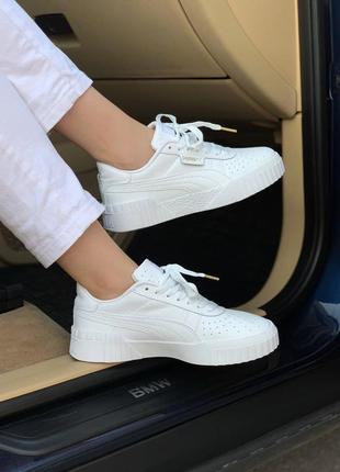 Женские кроссовки  white