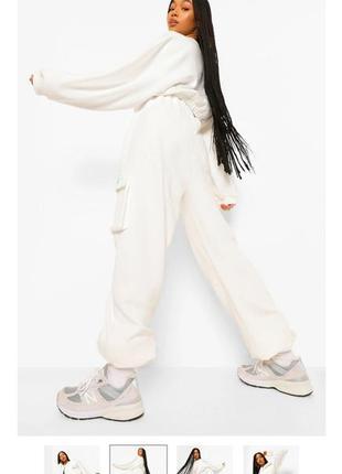 Белые повседневные брюки джогеры на резинке , с высокой посадкойс утеплителем
