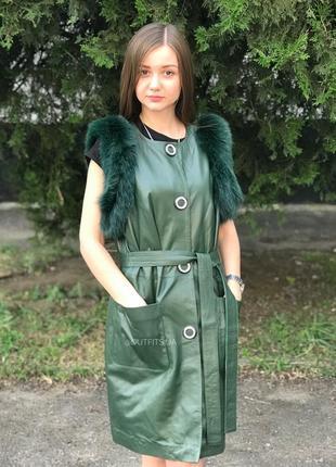 Кожаная жилетка зеленая