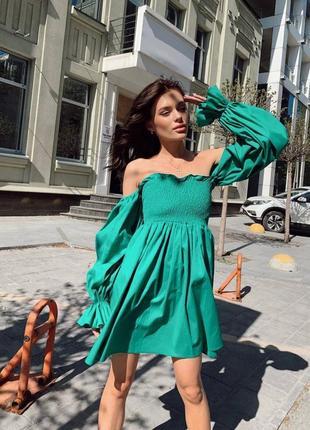 Зеленое льняное платье с открытыми плечами