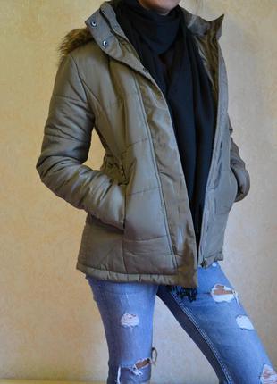 Стильная куртка цвета хаки размер s
