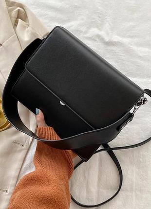 Чёрная классическая сумка