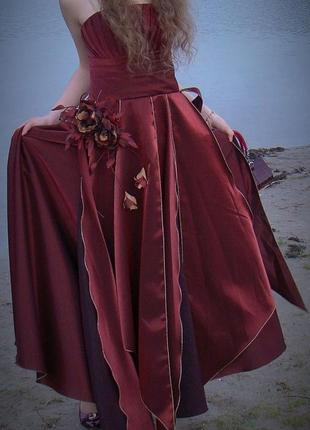 Бордовое длинное нарядяное платье