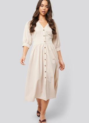 Платье миди на пуговицах с объемными рукавами и поясом