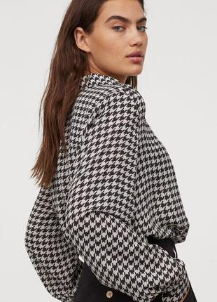 Широкая рубашка с объёмными рукавами блузка принт гусиная лапка