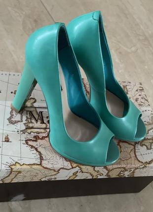Бомоніжки туфлі з відкритим носком