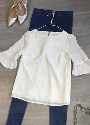 Молочная блуза с воланами