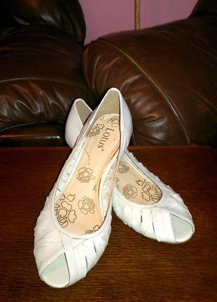 Туфлі з відкритим носком lotus 41 р шкіра