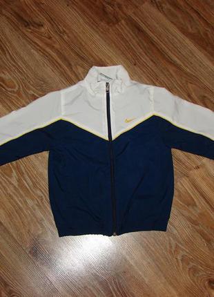 Спортивная куртка nike на 5-6 лет, сделана в малайзии