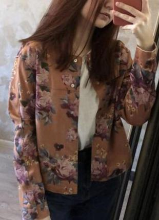 Легкая курточка, пиджак в цветочный принт