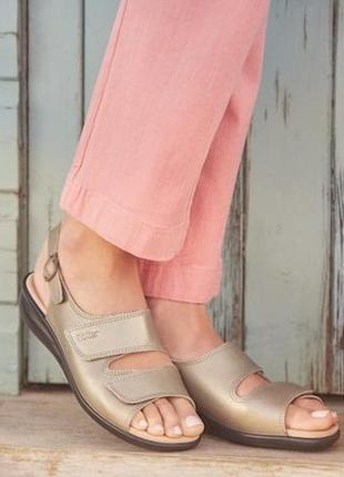 Мегаудобные мягкие удобные кожаные босоножки/сандалии hotter