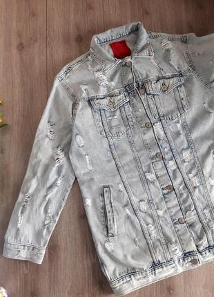 Джинсовая куртка, пиджак удлиненный голубой с элементами рваностей ,размер 44-46