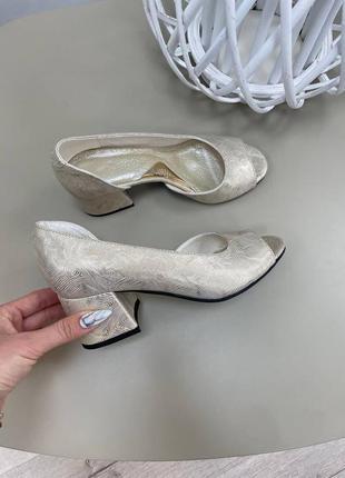 Кожаные туфли на каблуке натуральная кожа