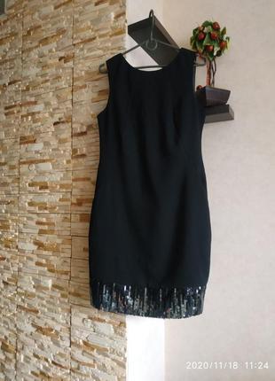 Черное строгое и нарядное  аккуратное платье футляр