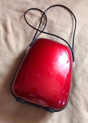 Сумка чемодан для ручной клади пластиковый твёрдый с резиновыми ручками
