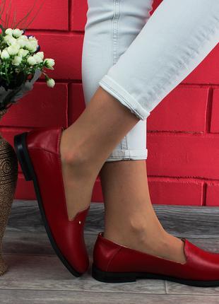 Лофер из натуральной кожи в красном цвете